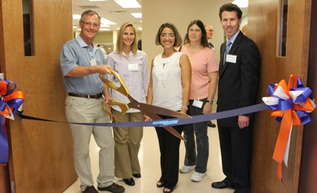 Ocala veterinarians involved with PETS at ribbon cutting